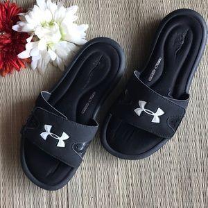 Under Armour slides sandals size 6Y 🏀